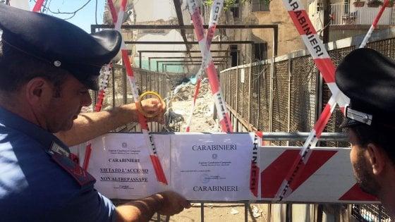 """Crollo della palazzina a Torre Annunziata: 8 vittime. Si indaga per omicidio colposo. Il messaggio del Papa: """"Conforto per i familiari delle vittime"""""""