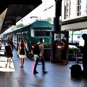 Quattordicenne investita da un treno forse ascoltava musica con le cuffiette