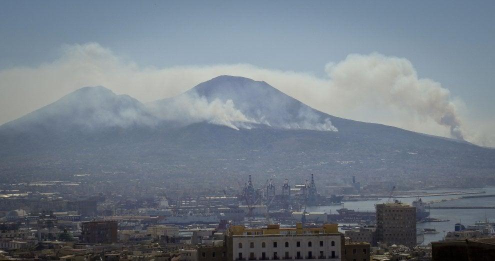 Fiamme sul Vesuvio, incendi di origine dolosa