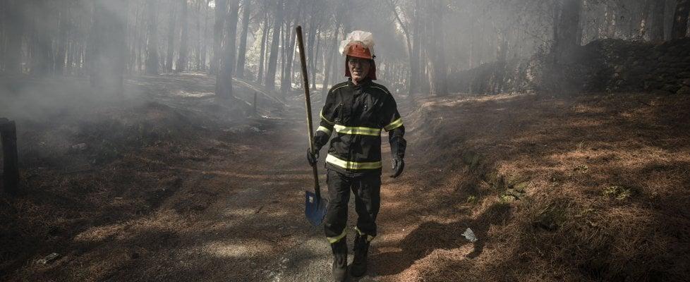 """L'incendio sul Vesuvio: """"Soccorsi insufficienti, le nostre case a rischio e nessuna prevenzione"""""""