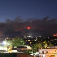 Vesuvio: l'incendio nella notte