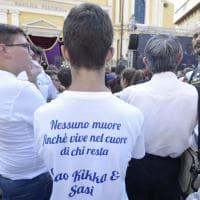 Magliette e striscioni per non dimenticare le otto vittime del crollo a Torre Annunziata