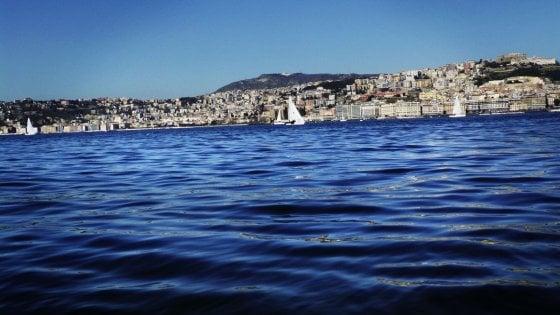 Golfo di Napoli, paura per tre pescatori: sono dispersi