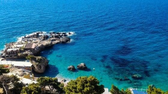 No all&acuteassalto dei diportisti, Capri difende lo? scoglio delle sirene?