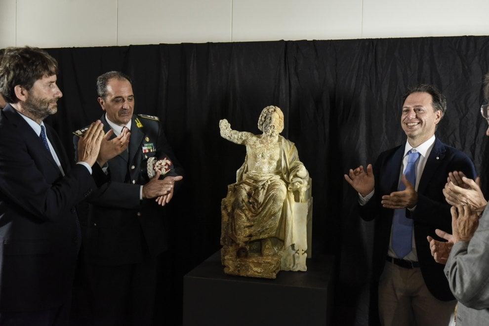 """""""Zeus in trono"""" al Mann, la cerimonia con Franceschini e Giulierini"""