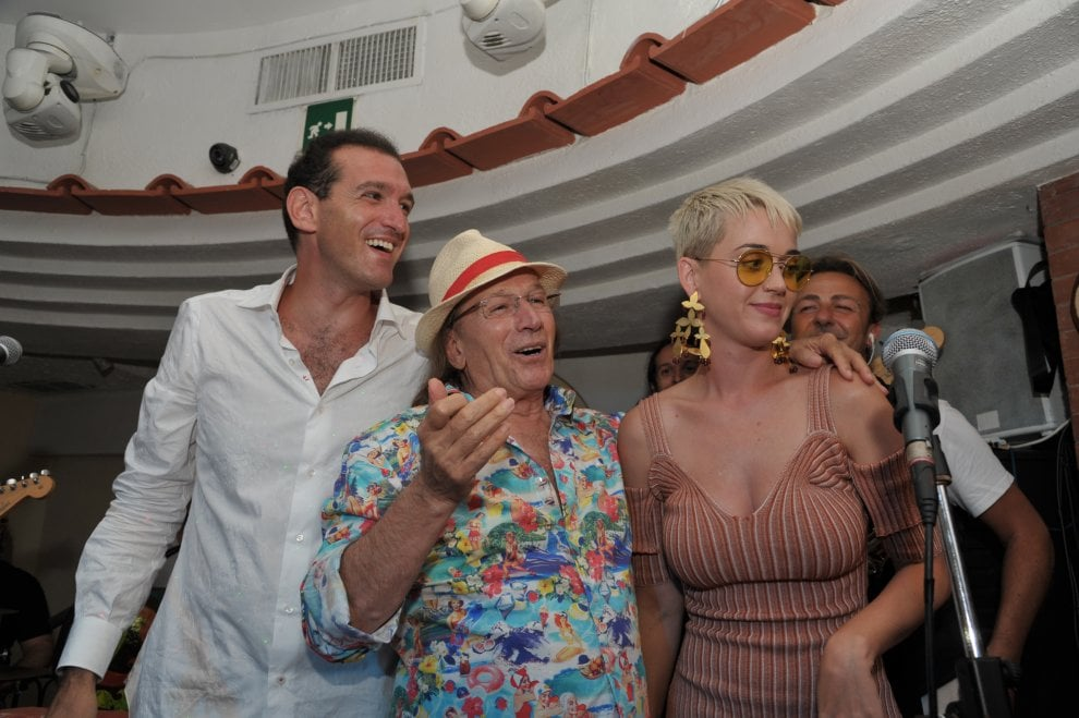 Katy Perry all'Anema e core, canti e balli fino all'alba