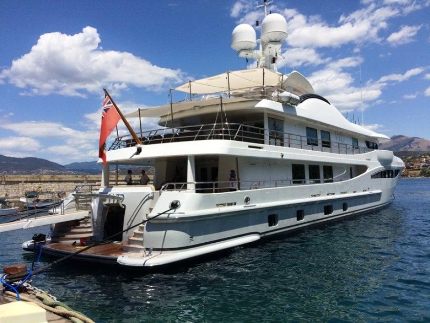 A palinuro uno degli yacht pi belli al mondo 1 di 1 for Il canotto a bordo degli yacht
