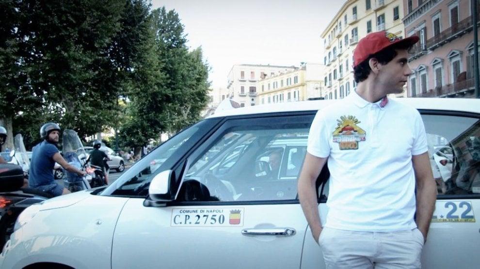 Partono da Napoli le riprese in esterna della nuova edizione del suo show Stasera CasaMika