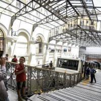 Napoli, inaugurata la funicolare centrale, ma va subito in tilt. La rabbia degli utenti