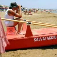 Palinuro, bagnino sorpreso a flirtare con una turista: multato