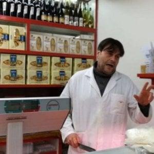 Napoli, denunciò la criminalità alla Duchesca, chiude la salumeria Scarciello