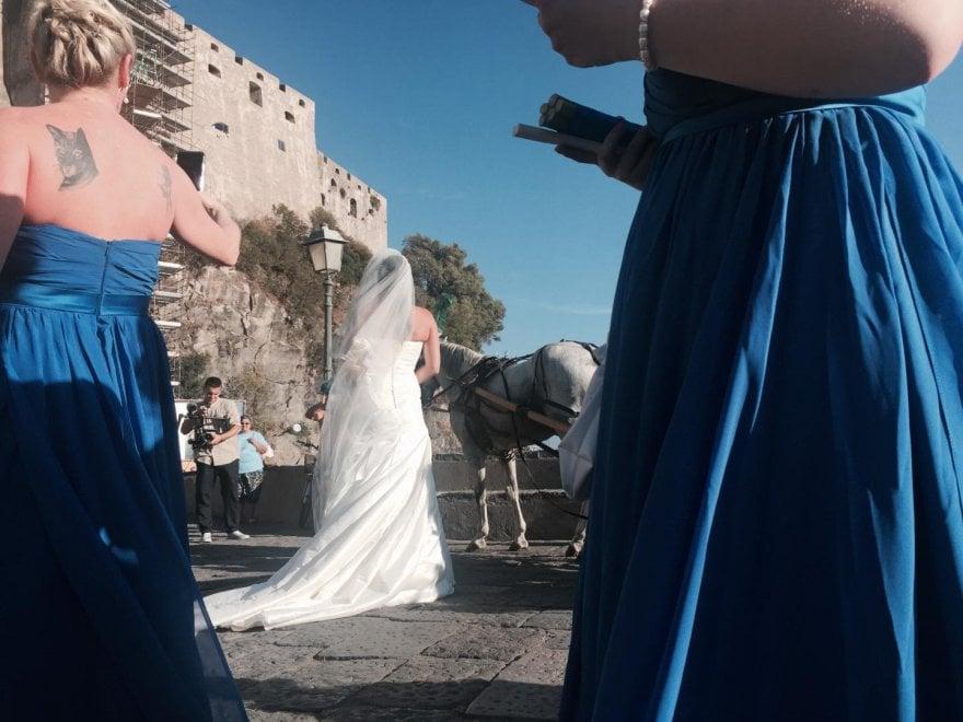 Matrimonio In Kilt : Cornamusa e kilt a ischia va in scena il matrimonio