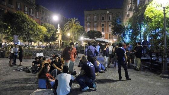 Gazebo e tavolini nel centro di Napoli, si cambia