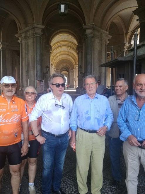 Afa e caldo, ma Prodi non rinuncia alla visita alla Reggia di Caserta e a San Leucio