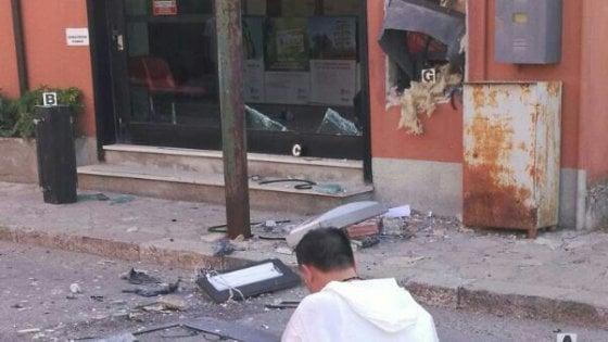 Bisaccia, fanno saltare il bancomat con l'esplosivo
