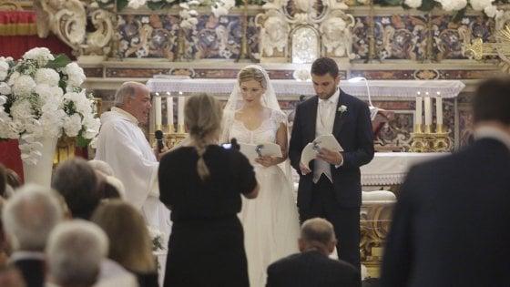 """Matrimonio in casa De Luca: il """"sì"""" di Roberto e Paula Clarke"""