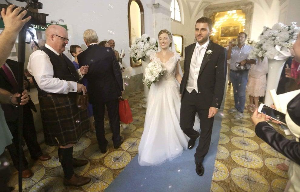 Salerno, De Luca jr sposo tra kilt e bollicine