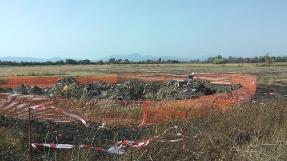 Santa Maria La Fossa, rifiuti tossici interrati: divieto di raccolta di frutta e ortaggi. Pericolo per l'acqua