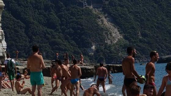 """Rischio falò e bivacchi, Ischia """"chiude"""" la spiaggia di Cava dell'isola"""