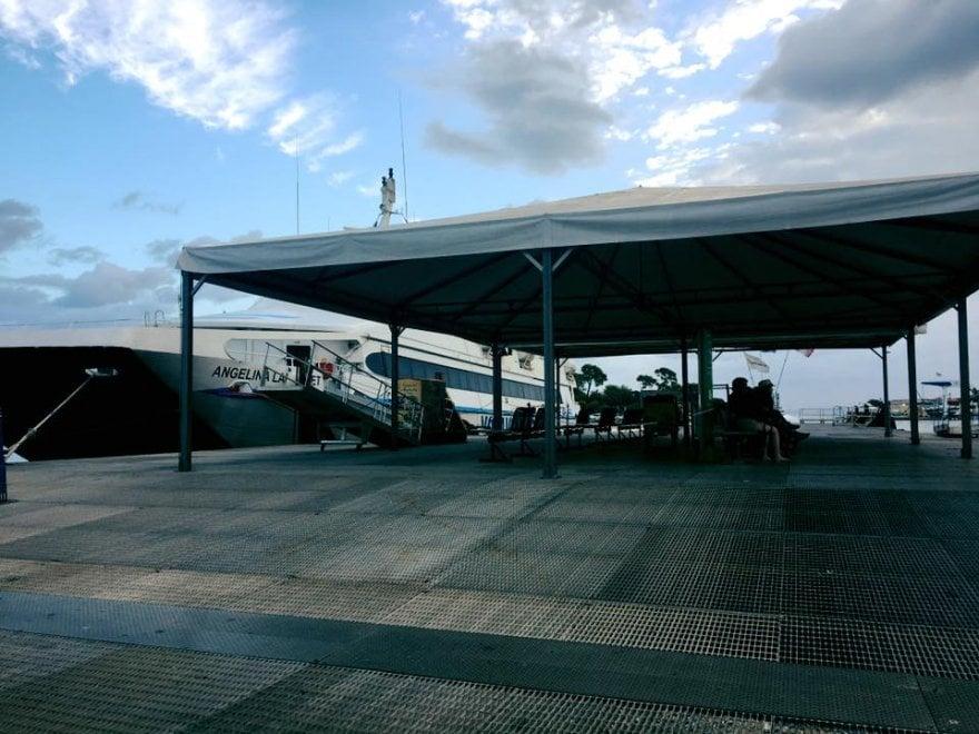 Ischia, installata la pensilina sul pontile degli aliscafi