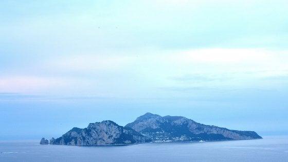 Ferragosto: a Capri stop a vetro e alcolici in spiaggia