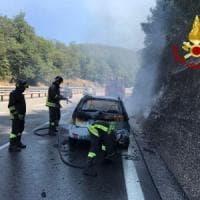 Incendi sui monti e auto in fiamme sull'A16, ferragosto di fuoco in Irpinia