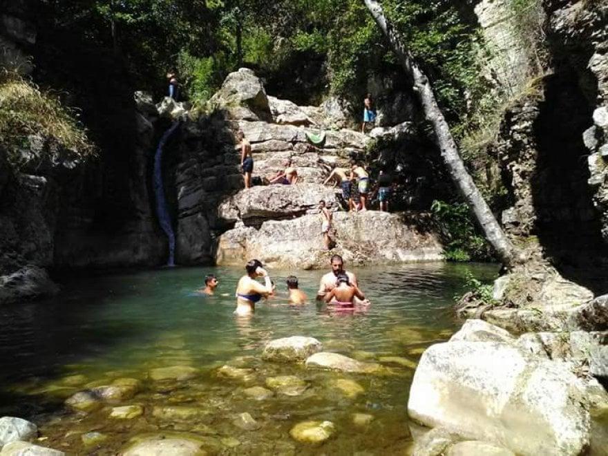 Potenza, il ferragosto paradisiaco alle cascate di San Fele