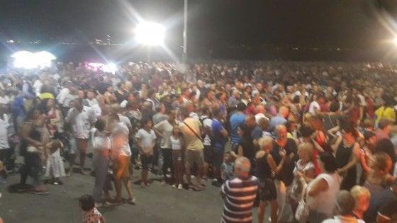Ferragosto, i turisti premiano Napoli. E a sera si balla sul lungomare