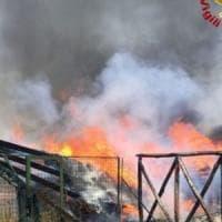 Incendio a Montevergine, bloccata la funicolare con i passeggeri a bordo