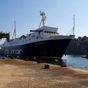 """Ischia, psicosi terrorismo sul traghetto: """"C'è una donna con  velo e """"cintura sospetta"""""""