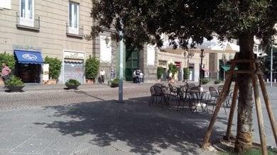 Piazza Municipio, spuntano i primi tavolini