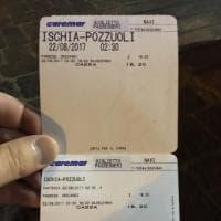 Proteste a Ischia, per lasciare l'isola navi a pagamento