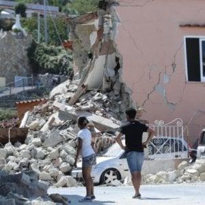 """Terremoto a Ischia, Arbore: """"Troppo allarmismo"""". La replica dei familiari di Lina: """"Non si minimizzi"""""""