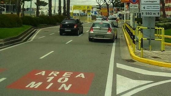 All'aeroporto di Capodichino parte l'area di sosta a tempo: 10 minuti per accompagnare o accogliere i passeggeri