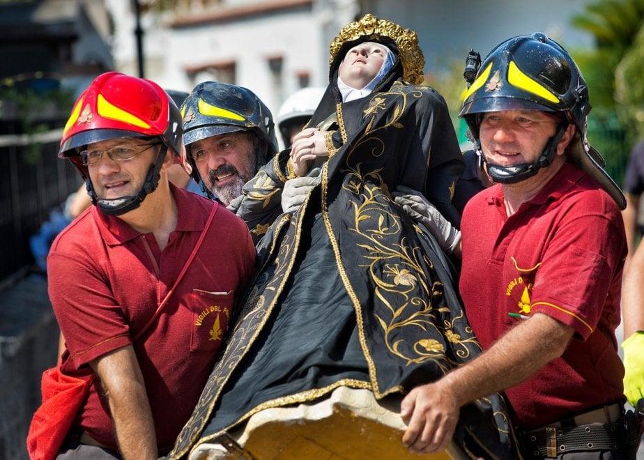"""Il terremoto non ferma la fede, a Casamicciola la Madonna trasloca per il """"Settenario"""""""