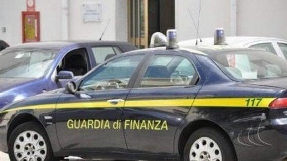 Truffe sui contributi per l'inserimento nel mondo lavoro nel Salernitano, sequestrati beni per 700 mila euro