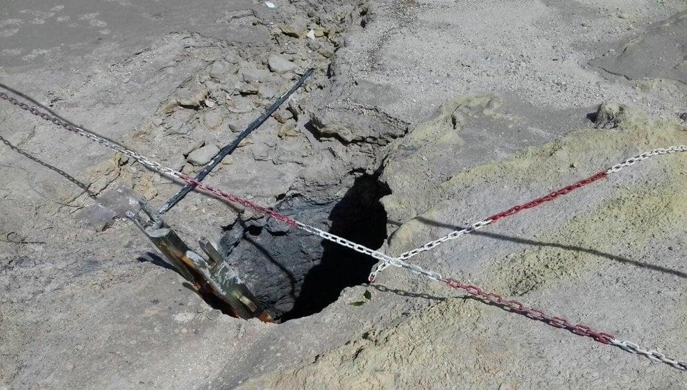 Solfatara di Pozzuoli, bimbo scivola in un cratere e muore con i genitori che tentano di salvarlo