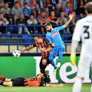 Il Napoli parte male in Champions: lo Shakhtar vince 2-1. Mertens e Allan entrano troppo tardi