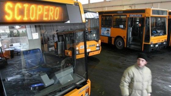 Napoli, si fermano metro, funicolari e bus