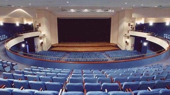 Avellino, il Teatro Gesualdo in agonia: licenziati tutti i dipendenti