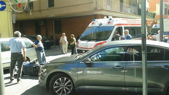 Incidente stradale, auto del Presidente De Luca investe una ragazza in scooter