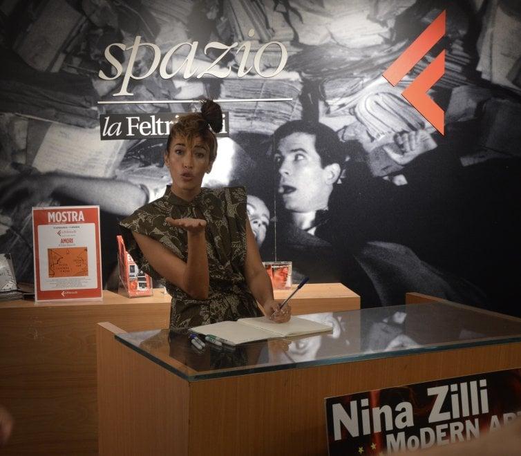 Folla alla Feltrinelli per il firmacopie di Nina Zilli