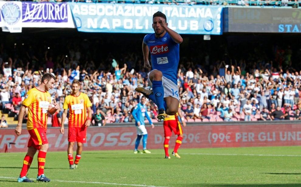 Incredibile Mertens contro il Benevento