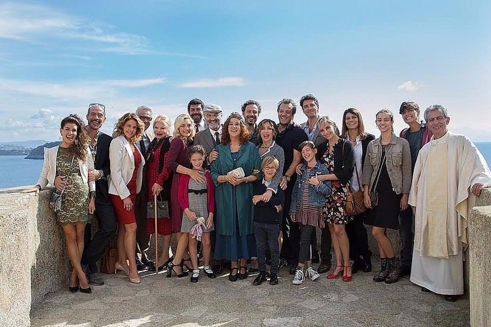 Ischia, foto di gruppo sul set di Muccino: il cast è stellare