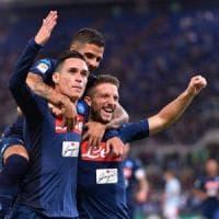 Il Napoli vince ancora: soffre nel primo tempo, poi travolge la Lazio con