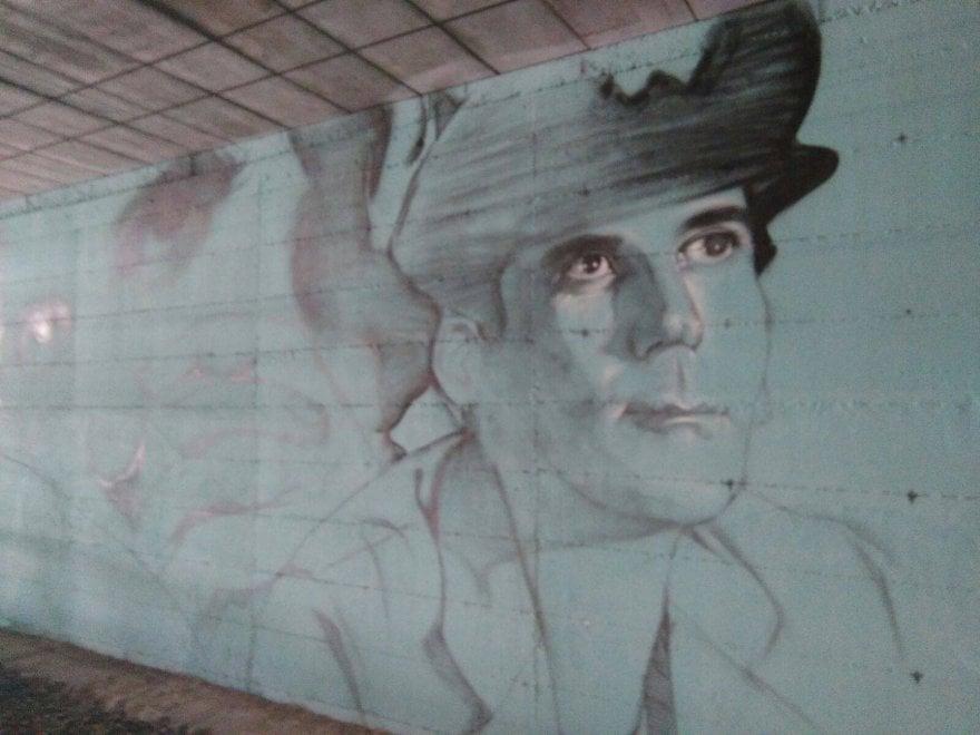 Street art nella stazione Circum di San Giorgio a Cremano: lungo i binari Troisi e Noschese