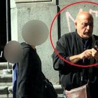 Napoli, turisti stranieri fotografano e incastrano un parcheggiatore abusivo
