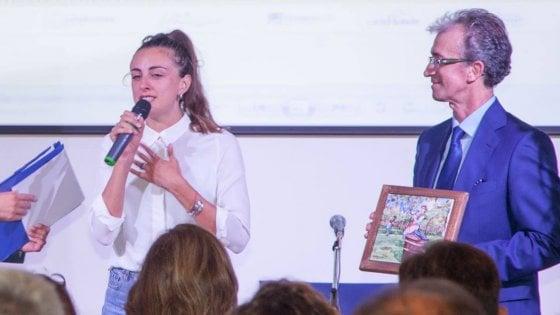 Donano agli sfollati prodotti dell'orto dell'albergo chiuso per il sisma, sorelle premiate a Ischia