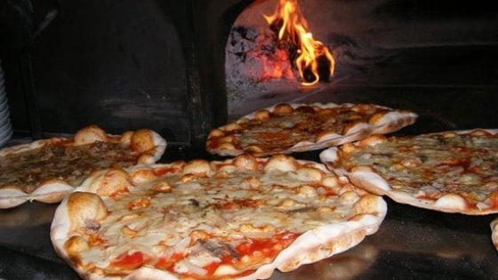 """Ristorazione, in Campania 30mila imprese. Una ricerca della Bocconi: """"Pasta e pizza sono prodotti iconici"""""""