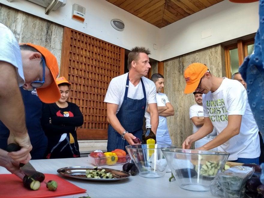 """In cucina con lo chef Marc Murphy e Ciro Salvo: pizze fritte a """"La Gloriette"""""""